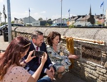 'Make Your Mark on Cancer' Plaque Unveiled in Bandon